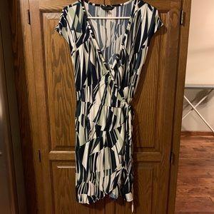 Banana republic wrap dress. Size: M